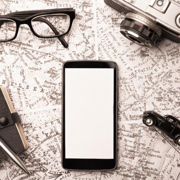 Koncepcja Podróży Widok Z Góry Ze Smartfonem Darmowe Zdjęcia
