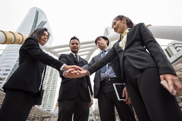 Koncepcja pracy zespołowej firmy w mieście Premium Zdjęcia