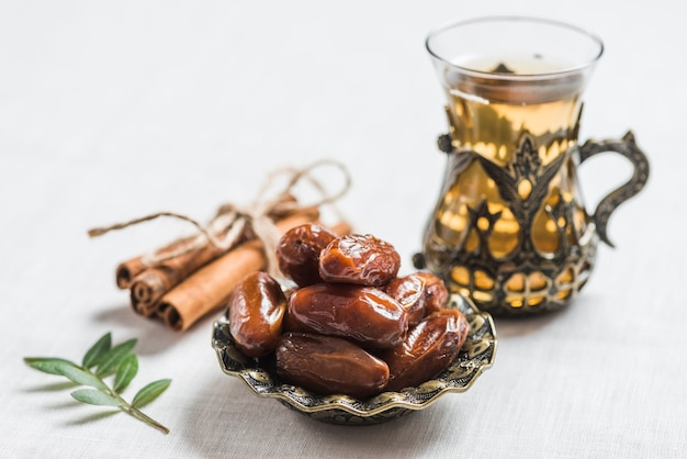 Koncepcja ramadan z datami Darmowe Zdjęcia