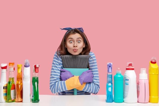 Koncepcja Sprzątania I Prac Domowych Darmowe Zdjęcia