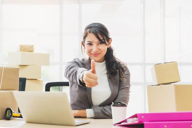 Koncepcja sukcesu w biznesie online Premium Zdjęcia
