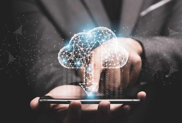 Koncepcja Transformacji Technologii Przetwarzania W Chmurze, Biznesmen Dotyka Wirtualnego Przetwarzania W Chmurze Do Przesyłania, Przesyłania I Pobierania Danych Informacyjnych Za Pomocą Smartfona. Premium Zdjęcia