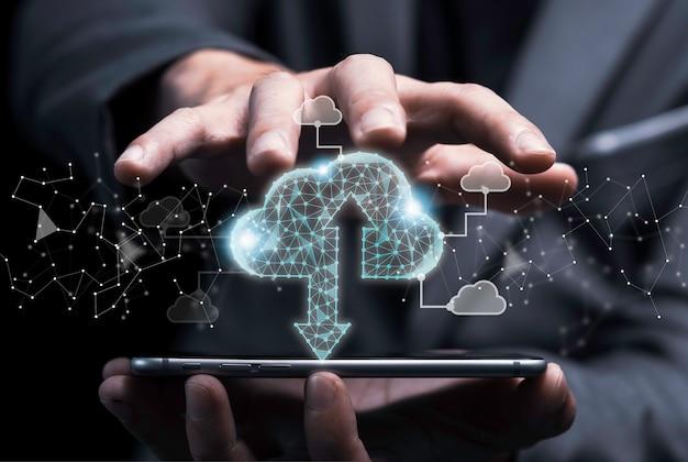 Koncepcja Transformacji Technologii Przetwarzania W Chmurze, Biznesmen Dotykając Wirtualnej Chmury C Premium Zdjęcia