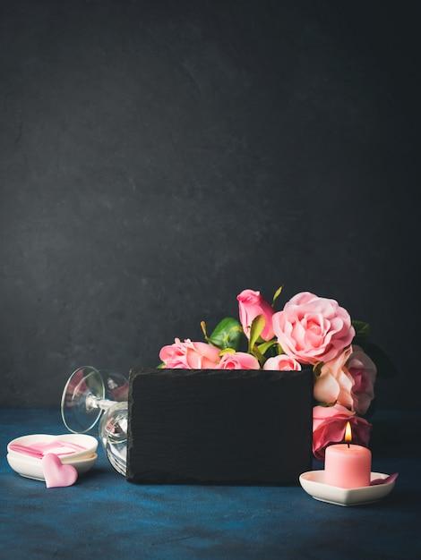 Koncepcja walentynki i karty z pozdrowieniami Premium Zdjęcia