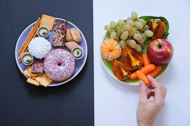 Koncepcja Zdrowej I Niezdrowej żywności Premium Zdjęcia