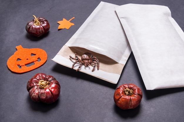 Koperty Wyściełane Używane Jako Prezent Na Halloween Premium Zdjęcia