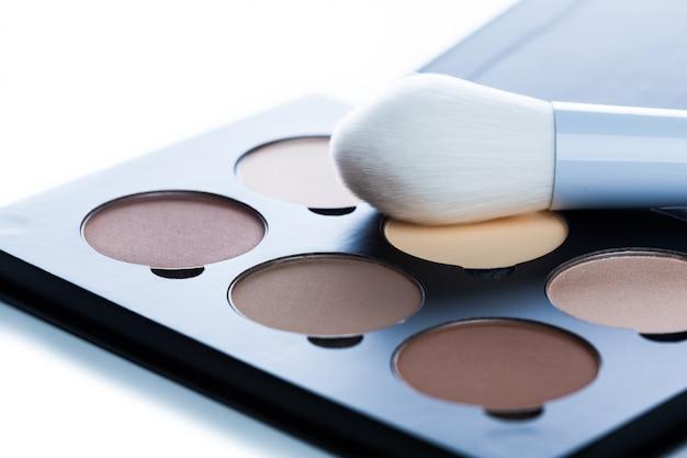 Kosmetyki Dekoracyjne Na Białym Tle Nad Białym Tle. Uzupełnić Zapasy Premium Zdjęcia