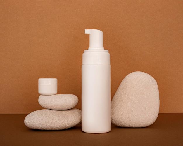 Kosmetyki W Asortymencie Odbiorców Na Kamieniach Beżowych Darmowe Zdjęcia