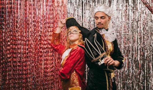 Kostiumowi Przyjaciele Na Imprezie Karnawałowej Darmowe Zdjęcia