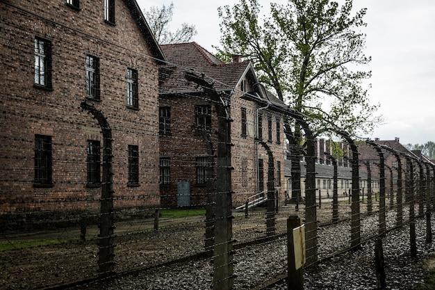 Koszary Niemieckiego Obozu Koncentracyjnego Auschwitz Ii, Birkenau, Polska. Premium Zdjęcia
