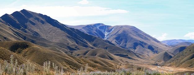 Krajobraz górski lindis pass nowa zelandia panorama Premium Zdjęcia
