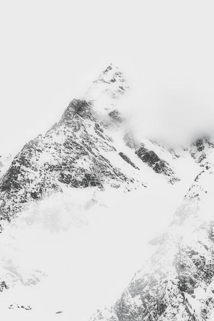 Krajobraz Ośnieżonych Gór Darmowe Zdjęcia