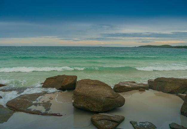 Krajobraz Skał I Plaż W Lecie Koh Samet Rayong Tajlandia Wysoki Kąt Widzenia Premium Zdjęcia