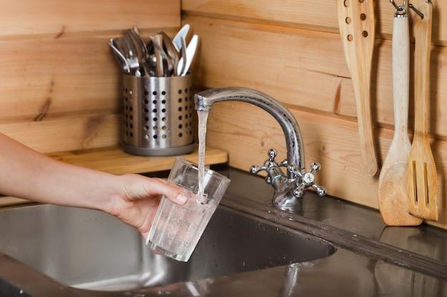 Bezpieczeństwo wody przeznaczonej do spożycia w związku z wybuchem epidemii COVID-19 oraz występowanie wirusa COVID-19 w ściekach