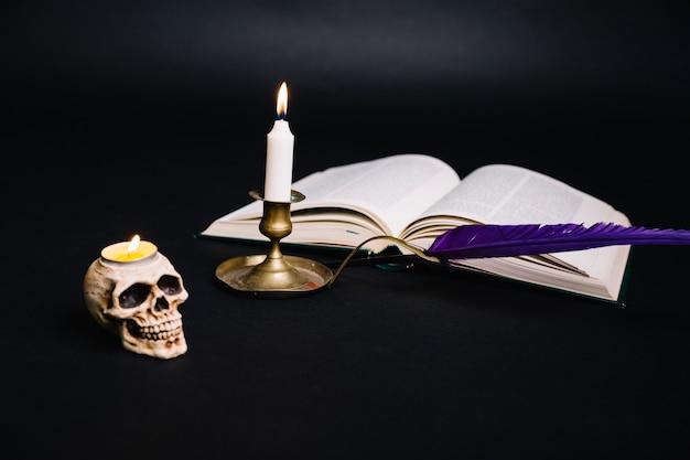 Kreatywny Układ Książki I świecznik Darmowe Zdjęcia
