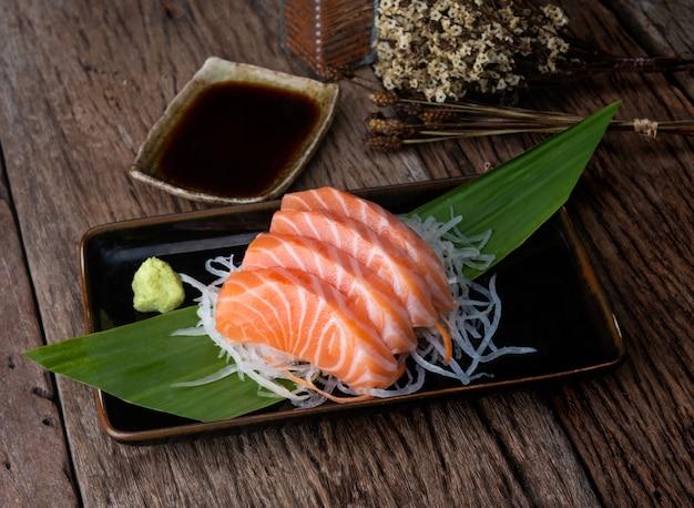 Krój W Stylu Japońskim Z łososiem. Premium Zdjęcia