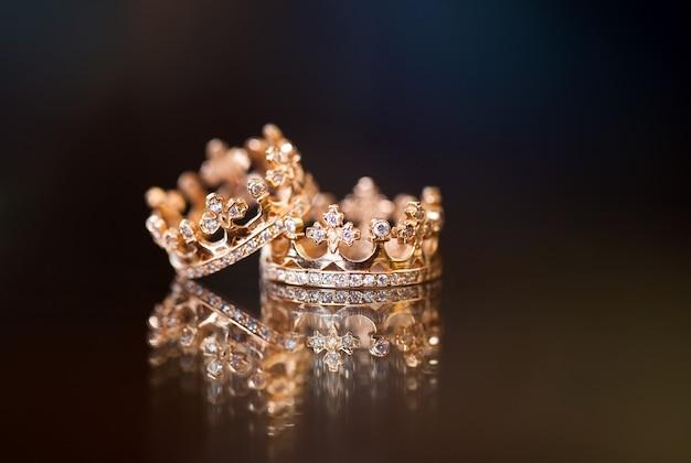 Królewskie obrączki ślubne Premium Zdjęcia