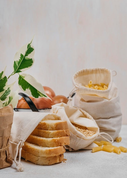 Kromki Chleba I Spiżarnia Składników żywności Darmowe Zdjęcia