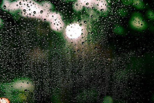 Krople deszczu w oknie Premium Zdjęcia