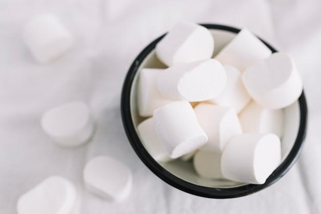 Kruszcowa Filiżanka Z Marshmallows Darmowe Zdjęcia