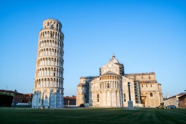 Krzywa Wieża W Pizie W Pizie, Włochy Premium Zdjęcia