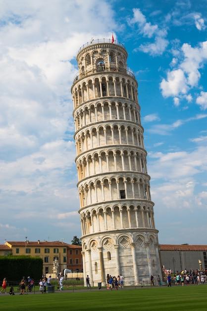 Krzywa Wieża W Pizie We Włoszech Premium Zdjęcia