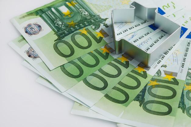 Kształt domu i pieniędzy Premium Zdjęcia