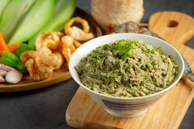 Kuchnia Tajska; Pasta Z Makreli Chili Podawana Ze Smażoną Makrelą I Lepkim Ryżem Darmowe Zdjęcia