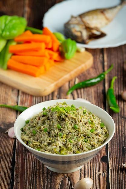 Kuchnia Tajska; Pasta Z Makreli Chili Podawana Ze Smażoną Makrelą Darmowe Zdjęcia