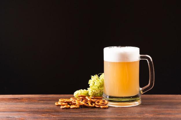 Kufel Do Piwa Z Widokiem Z Przodu Darmowe Zdjęcia