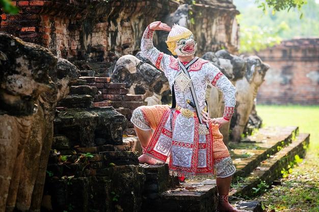 Kultura sztuki tajlandia taniec w zamaskowanym khon w literaturze ramajana Premium Zdjęcia