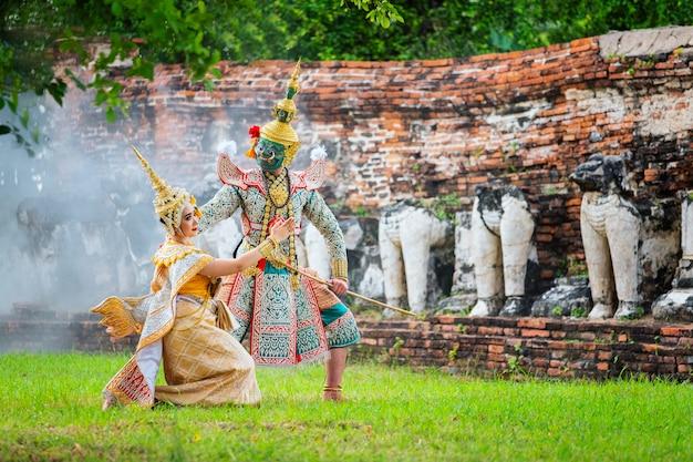 Kultura sztuki tajlandia taniec w zamaskowanym khon w literaturze ramayana Premium Zdjęcia