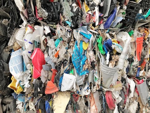 Kupa Odpadów Jest Poddawana Recyklingowi. Premium Zdjęcia