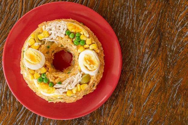 Kuskus Paulista Z Kurczakiem I Mąką Kukurydzianą. Widok Z Góry Premium Zdjęcia