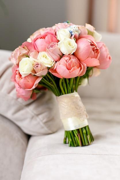 Kwiaty ślubne Z Różowego Kwiatu Róży. Premium Zdjęcia