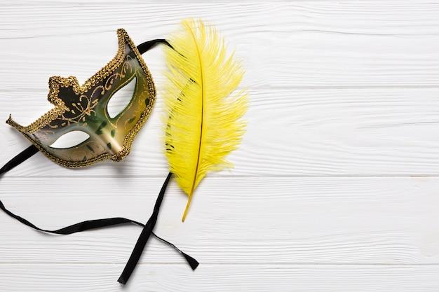 Ładna Maska w Pobliżu Piór Darmowe Zdjęcia