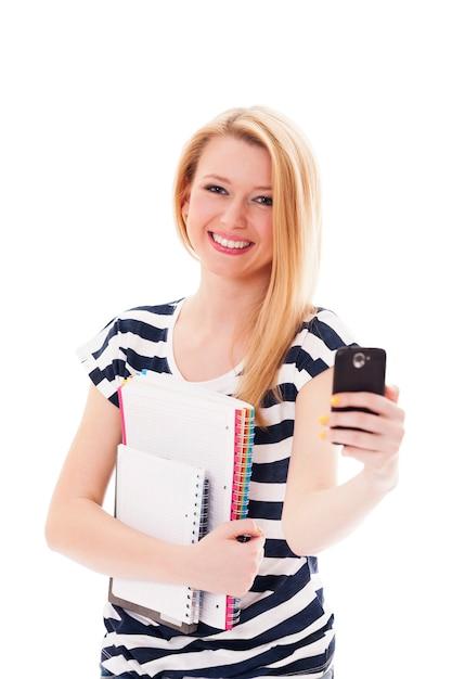 Ładna Młoda Kobieta Z Telefonem Komórkowym Darmowe Zdjęcia
