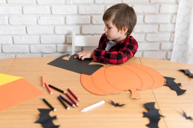 Ładny Chłopak Z Koncepcją Dyni Halloween Darmowe Zdjęcia
