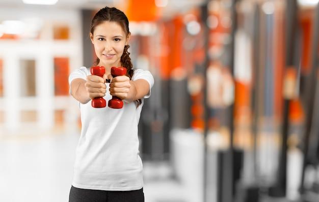 Ładny Młodej Kobiety Trening W Gym Premium Zdjęcia