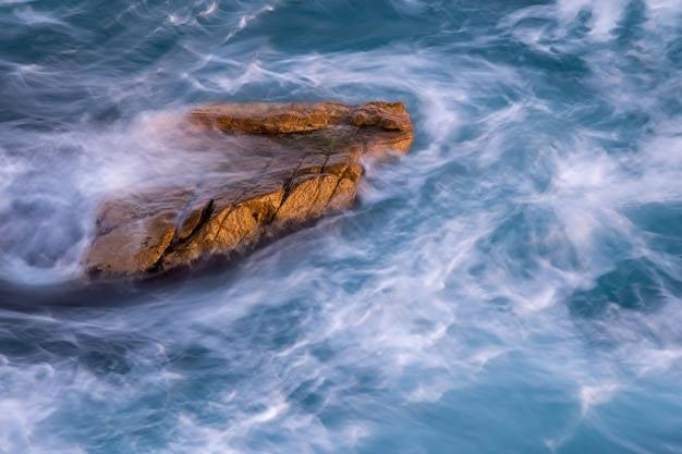 Ładny Szczegół Hiszpańskiego Wybrzeża Na Costa Brava, Palamos Premium Zdjęcia