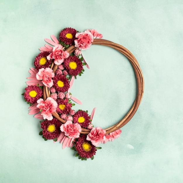 Ładny układ wieniec kwiatowy z miejsca kopiowania Darmowe Zdjęcia