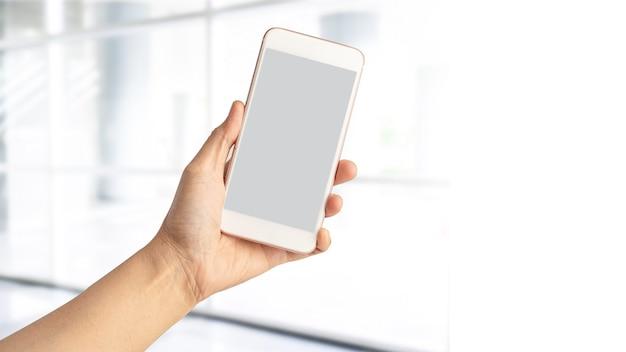 Lady Kobieta Ręka Trzyma Telefon Komórkowy Z Miejsca Na Kopię. Premium Zdjęcia