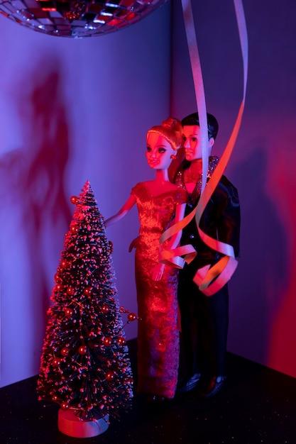 Lalki Barbie I Ken Z Dekorowanym Drzewkiem Darmowe Zdjęcia