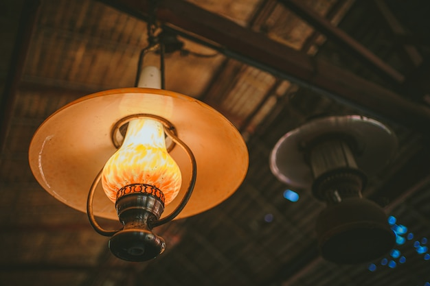 Lampa sufitowa vintage selektywne focus Premium Zdjęcia