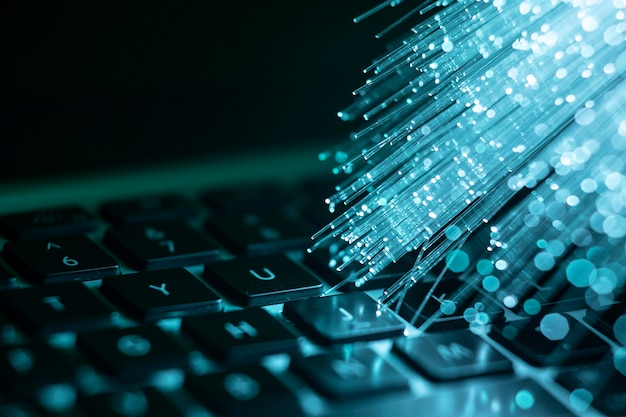 Laptop Z Niebieskim światłowodem Darmowe Zdjęcia