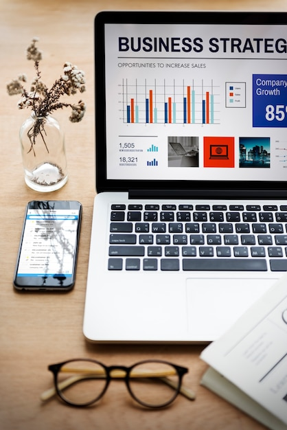 Laptopa biurowego drewnianego stołu miejsca pracy technologii pojęcie Darmowe Zdjęcia