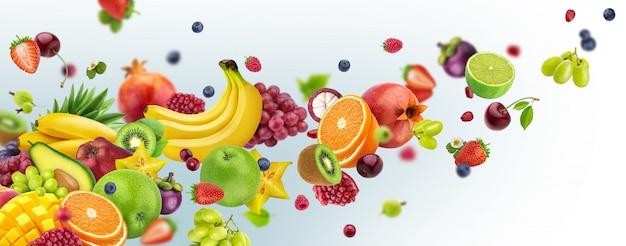 Latające Owoc I Jagody Odizolowywający Na Białym Tle Premium Zdjęcia