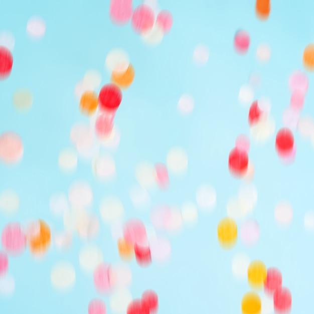Latające ruchome jasne konfetti. świąteczne tło strony. Premium Zdjęcia