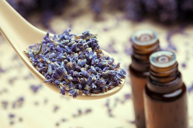 Lawendowe Produkty Do Pielęgnacji Ciała. Aromaterapia, Spa I Naturalna Opieka Zdrowotna Premium Zdjęcia