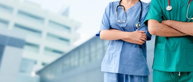 Lekarz Pracuje W Szpitalu. Opieka Zdrowotna I Służba Medyczna. Premium Zdjęcia